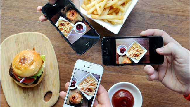How Social Media Can Encourage Online Ordering For Restaurants